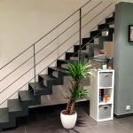 escalier droit limons crémaillères - marches en tôle plane