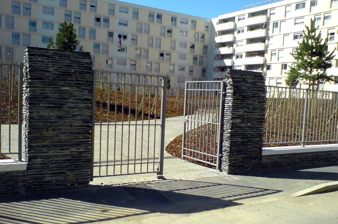 clôture à barreaudage