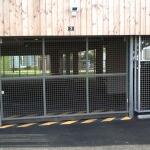 portail grillagé entrée parking