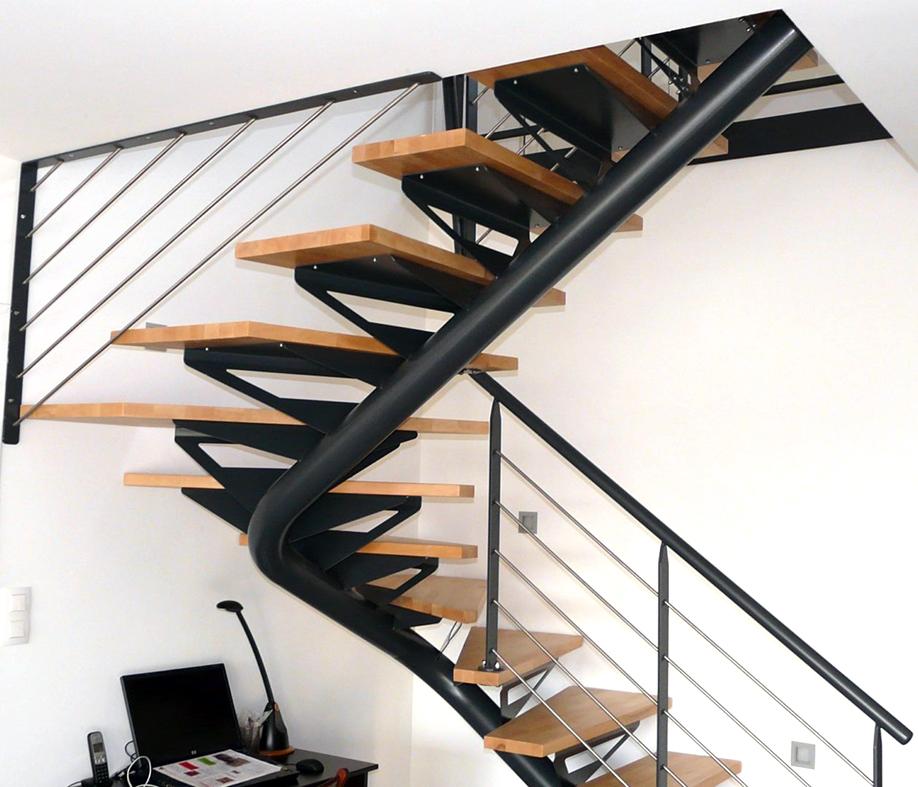 Escalier 2 4 tournant limon central marches bois ads for Escalier bois 5 marches
