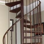 escalier hélicoïdal aspect rouillé