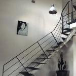 escalier 1/4 tournant - limon central - marches en tôle plane