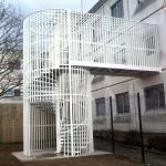 escalier hélicoïdal galva/thermolaqué avec grilles de sécurité