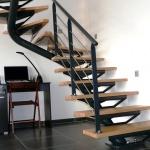 escalier 2/4 tournant limon central - marches bois